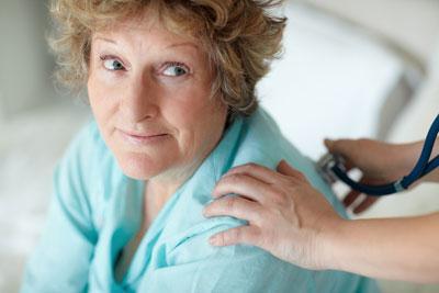 Пневмония у пожилых людей : особенности, симптомы, лечение