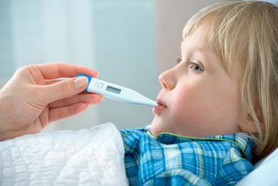Температура при пневмонии у ребенка: нужно ли снимать жар