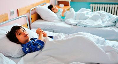 дети в больничной палате
