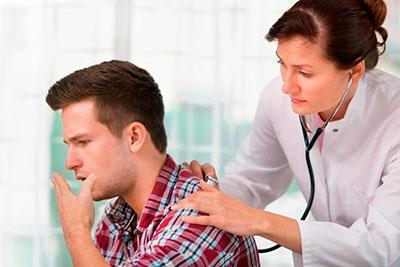 осмотр больного врачом