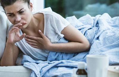слабость и кашель у девушки